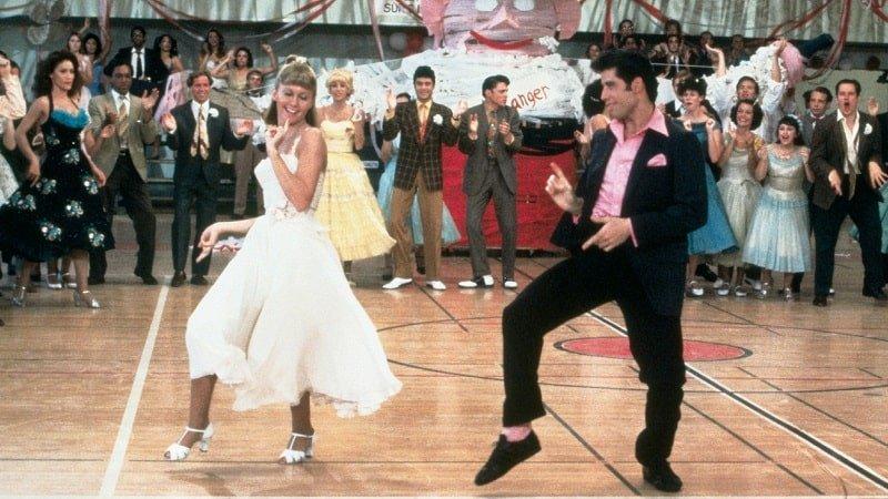 Sandy-und-Danny-von-Grease-tanzen