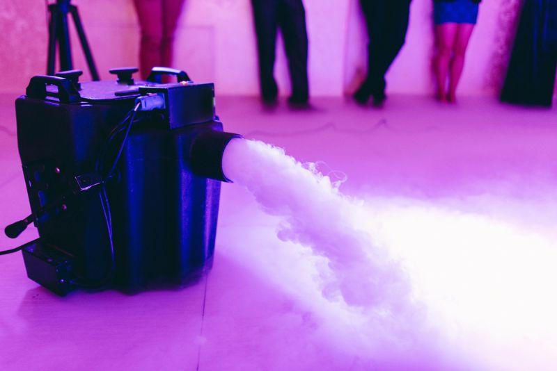 Alles über Nebelmaschine – Fluide, Fogger & Hazer