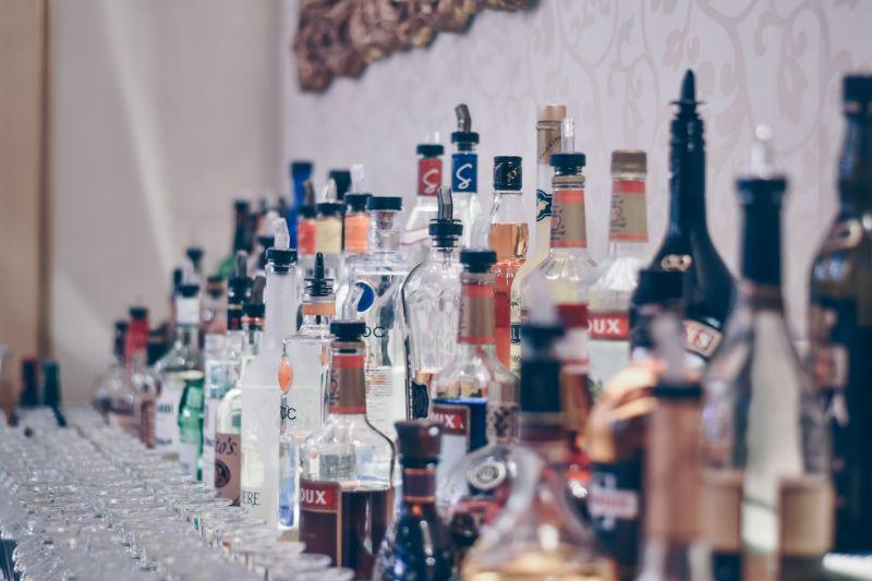 Personen trinkspiele 4 Saufspiele für