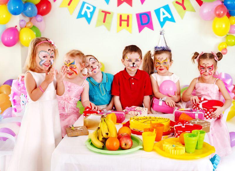 Kinderschminken - Maggie auf Kindergesichtern