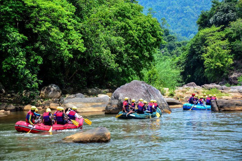 Wildwasser Rafting Für Teambuilding Mit Drei Gruppen