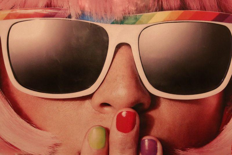 Frauen-und-Sonnenbrillen-im-Stil-der-70er-Jahre