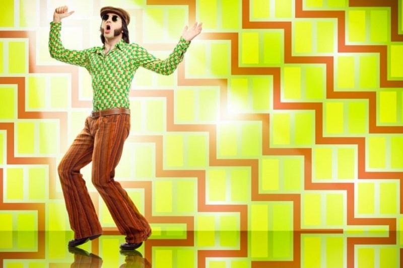 Vintage-Mannentanz-der-1970er-Jahre-mit-grunem-Texturhintergrund