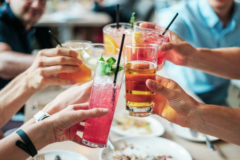 cheers-mit-koktails