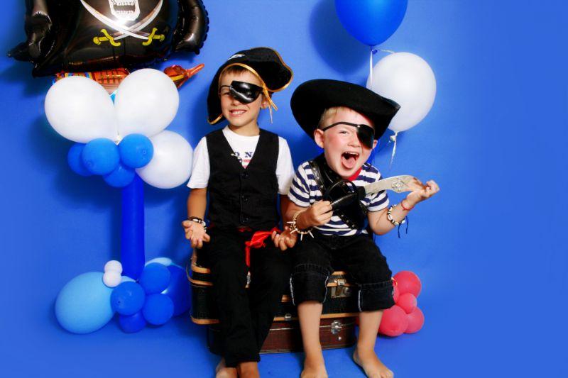 zwei-junge-Piraten