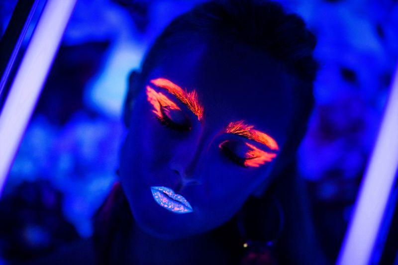 Neonkunst-schminken
