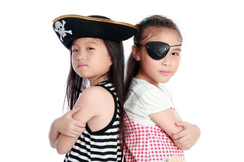 Piratenmadchen-isolierten-weisen-Hintergrund