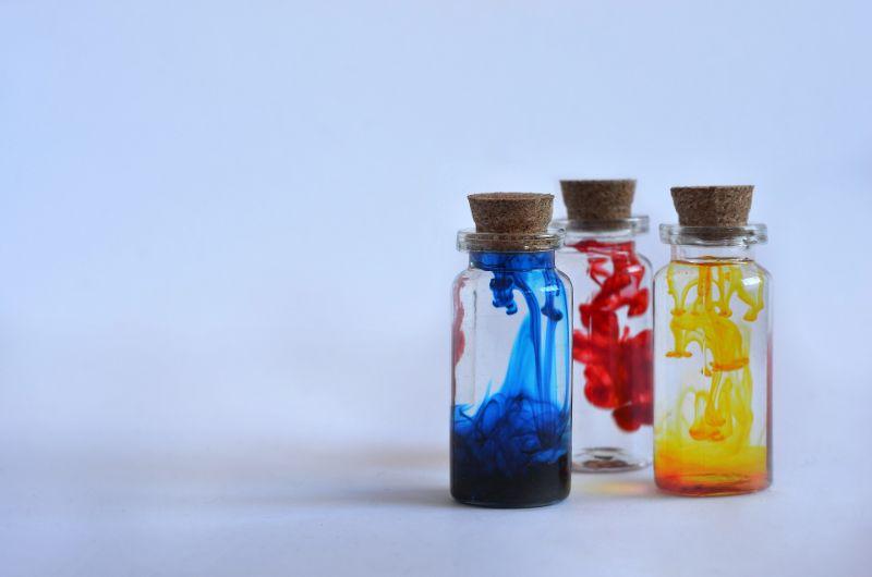 Zaubertranke-in-verschiedenen-Farben