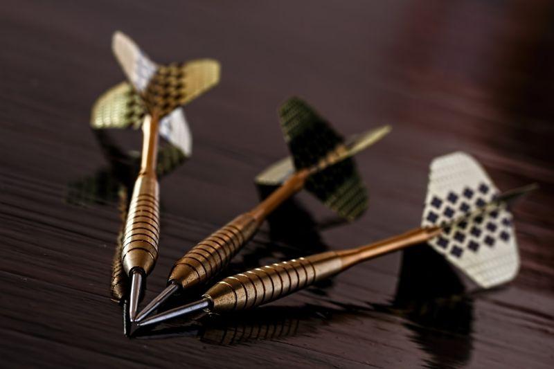 drei-darts-pfeile