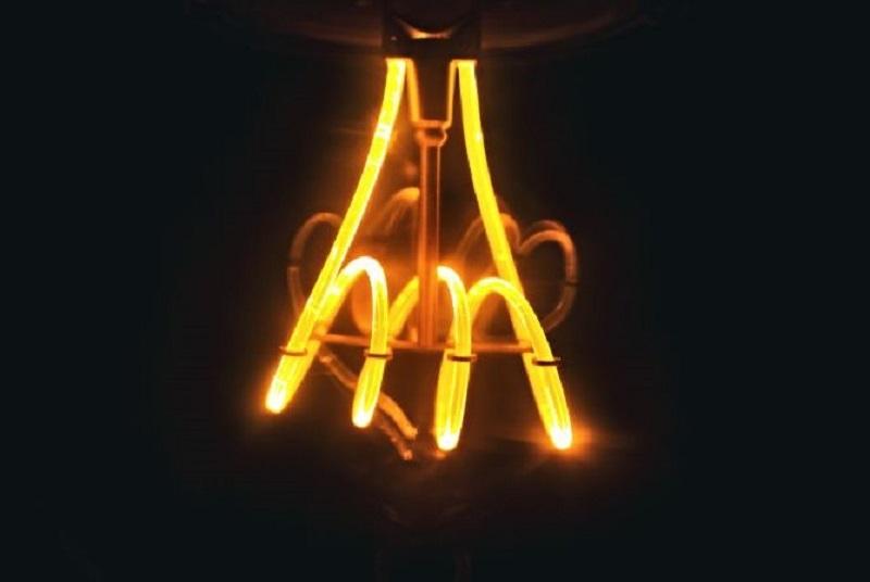 gelbes-Neonlicht