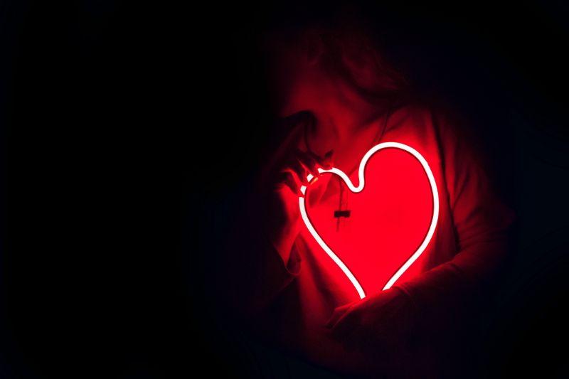herzformiges-Neonlicht