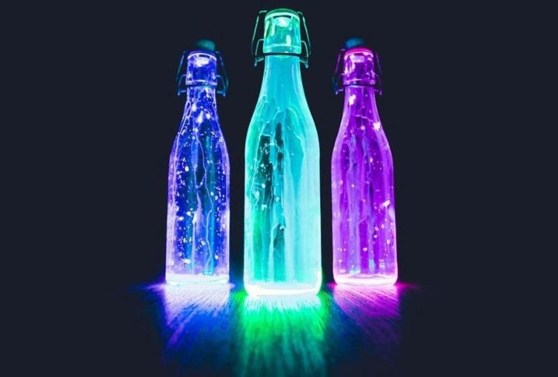 neon-bunt-leuchtende-mystische-Flaschen
