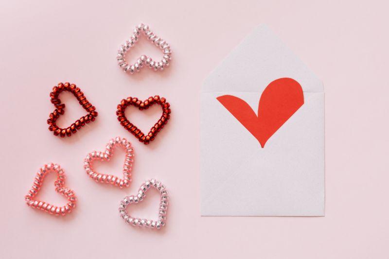 Umschlag-mit-Herzen