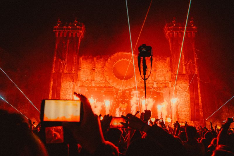 rotes-feuerwerk-tomorrowland-festival