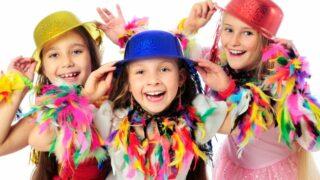 Drei lustige Karnevalskinder