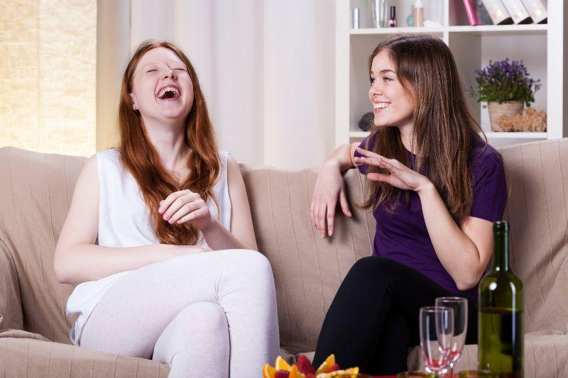 Beste-Freundinen-lachen