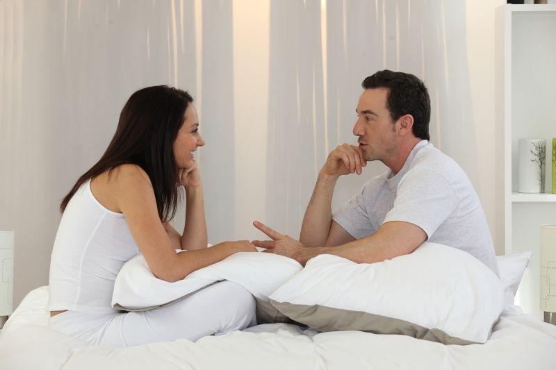 Ehepaar-mit-einer-intimen-Diskussion