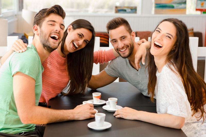Ein-Kaffee-mit-Freunden