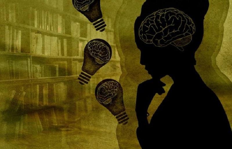 Frau-Gehirn-Gluhbirne-Bucher