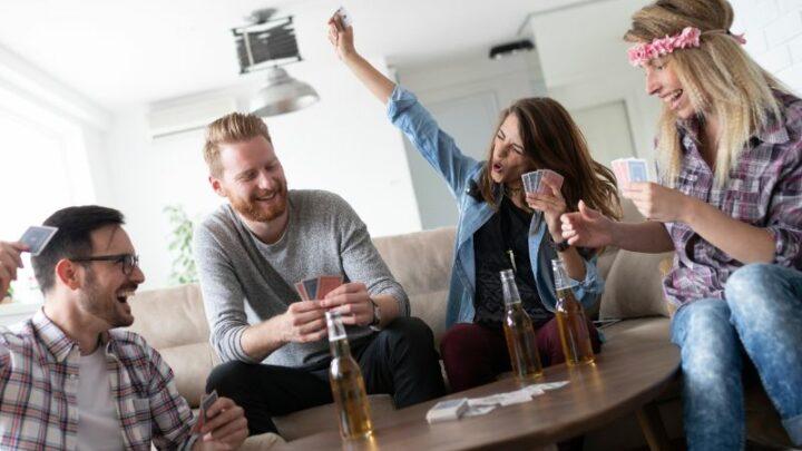 Die Top 11 Trinkspiele Mit Karten Für Eine Mega Party!