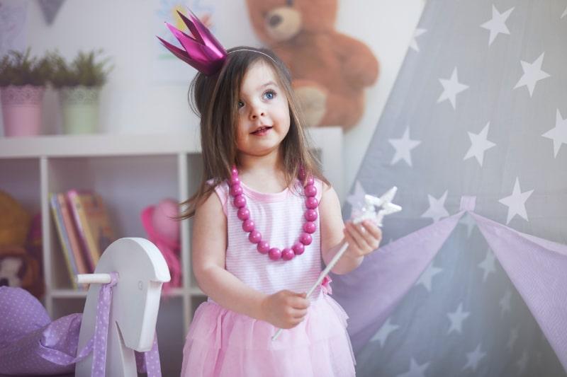 Kleine-Prinzessin-Fee-mit-Zauberstab