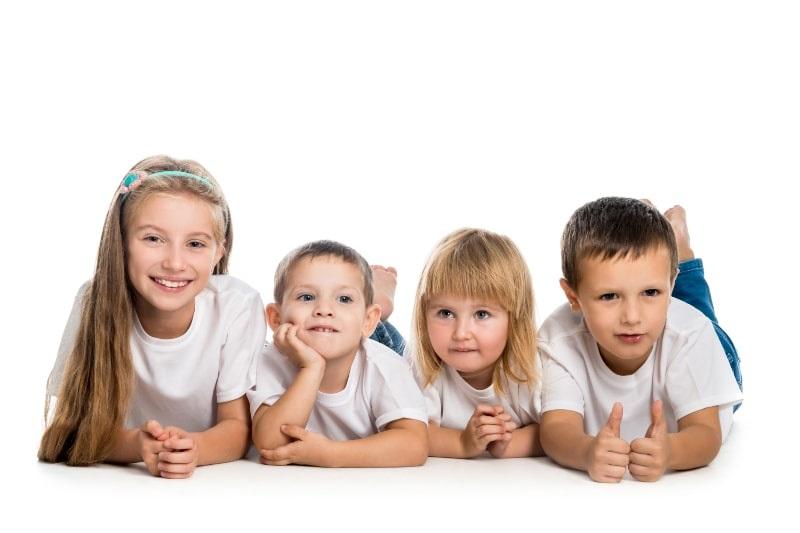 Kleine lachende Kinder