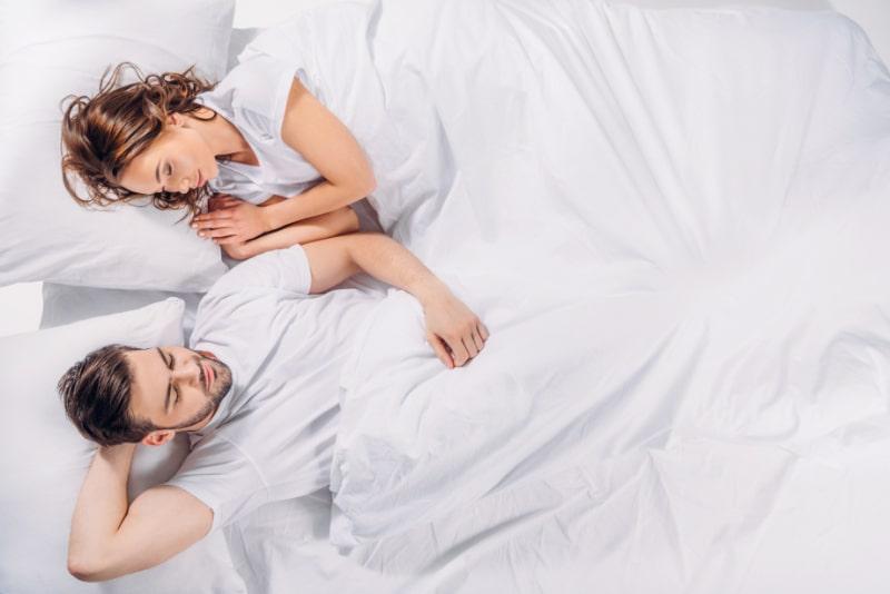 Paar-das-gut-schlaft