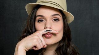 Frau mit Vintage-Schnurrbart