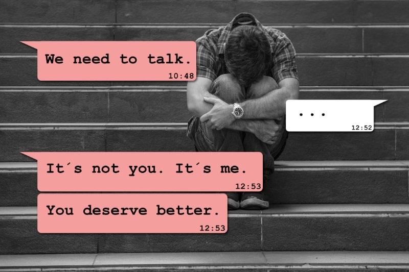 Internet-Chat-Verbund-mit-einem-jungen-Mann-der-verzweifelt-unter-Schmerzen-leidet-die-von-seiner-Freundin-uber-das-Mobiltelefon-abgeladen-wurden-das-schmerzhaften-Text-erhalt