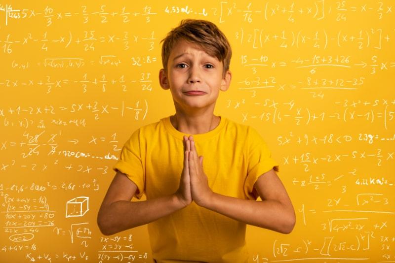 Kind-fleht-weil-es-nicht-lernen-will