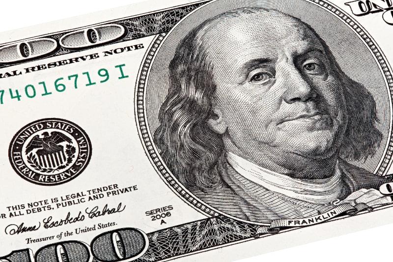 Stapelaufnahme-von-Benjamin-Franklin-Portrat-von-einem-100-Schein.