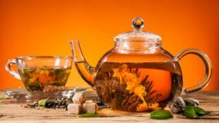 Blühender Tee