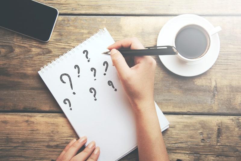 Fragezeichen-auf-Notebook