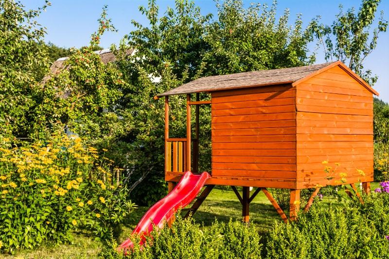 Kinderhaus-im-Garten-Spielhaus-Hauschen-zum-Kinderspiel