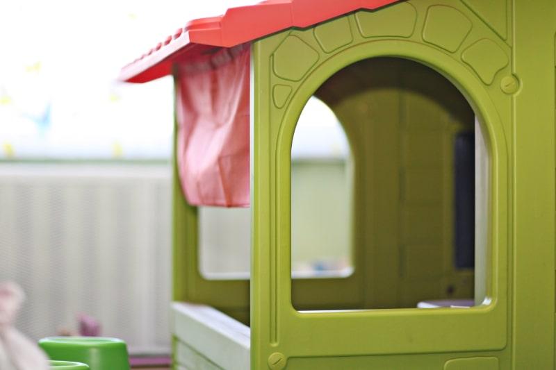 Nahaufnahme-eines-Spielzeughauses