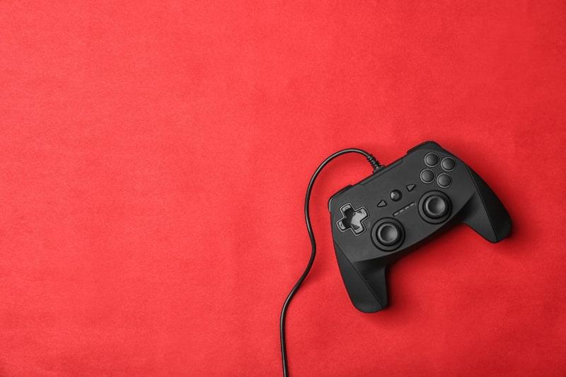 Videospiel-Controller-auf-farbigem-Hintergrund