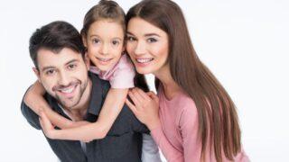 Glückliche Familie mit einem Kind