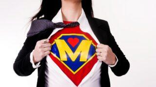 Mother Tears Kleidung enthüllt Superhelden-Uniform